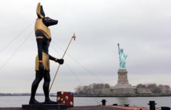 7-ton-replica-statue-of-the-egyptian-god-anubis-passes-by-the-statue-of-liberty-in-new-york