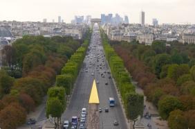 Champs-Elysées,_vue_de_la_Concorde_à_l'Etoile