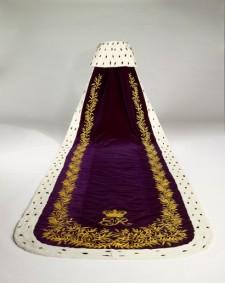 Elizabeth-II-Coronation-Gown-410