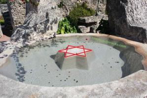 Moon_Fountain_Pond_Coral_Castle_Mystery_One_Man_Edward_Leedskalnin_Ancient_Aliens (2)