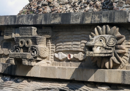 Temple_of_the_feathered_serpent_detail