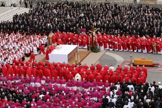 St.Peter's Square, solemn mass for the funeral of the Pope John Paul II © 2005 Daniele La Malfa